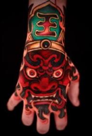 手背傳統紋身 9張大膽濃郁的傳統唐獅等手背紋身圖案