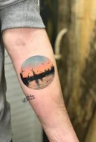 圓形風景紋身 小臂上的一組圓圖形里的小風景紋身圖案