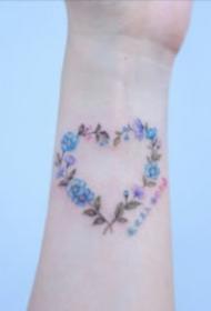 簡約手腕小紋身 手腕處9張不顯眼的小清新紋身圖片