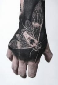黑色手背紋身 手背上深黑色的紋身作品欣賞