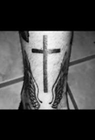 十字架紋身圖案 10組形態各異的十字架紋身圖案