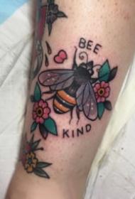 蜜蜂紋身 9張小清新的蜜蜂主題紋身圖案