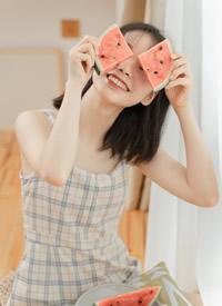 小清新美少女格紋吊帶裙寫真圖片
