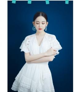 古力娜扎《喜歡你我也是》白裙劇照圖片