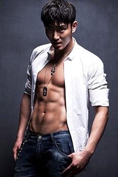 明星帥哥李東學肌肉寫真照片
