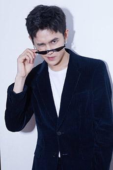 帥氣好看的西裝墨鏡帥哥圖片