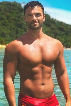 性感迷人的歐美胡子型男濕身男體照片