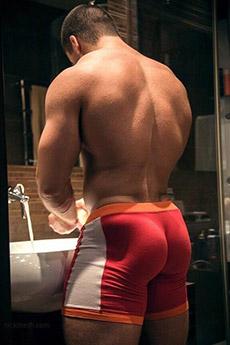 肌肉大翹臀帥哥背影照片