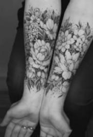 適合女神小臂的素花紋身圖片9張