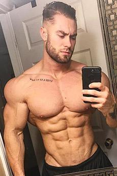 歐美肌肉型男Chris Bumstead肌肉自拍照片