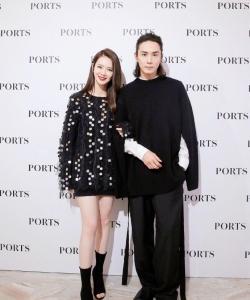 戚薇李承鉉夫妻發布會現場寫真圖片