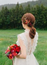 以花朵為裝飾的新娘發型,仙氣十足