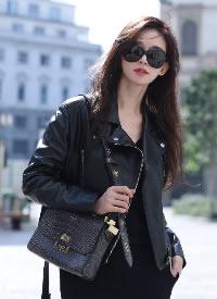 林志玲米蘭時裝周街拍大片,一身酷颯