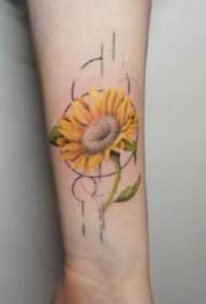18款淡淡彩色的小臂花卉紋身圖片