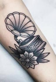 一組黑灰歐美男生手臂紋身圖案欣賞