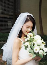 一組簡單清新的唯美新娘發型