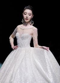 米露一襲白紗裙現身北京時裝周,仙氣十足
