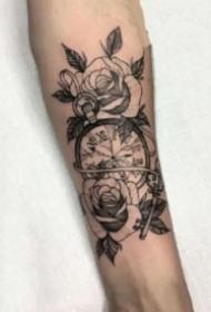 手臂鐘表紋身 黑灰色包小臂的9款玫瑰花卉與鐘表紋身圖片