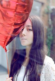 新生代女星迪丽热巴清纯写真 甜美笑容暖化人心