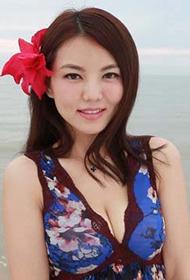 美女主持李湘诱人海边比基尼写真