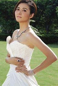 蒙嘉慧拍摄美丽高贵婚纱写真