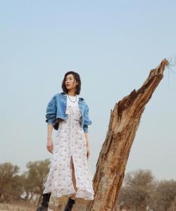 劉雯優雅迷人戶外寫真圖片