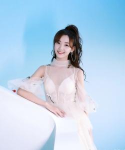呂小雨仙氣白裙甜美清純寫真圖片