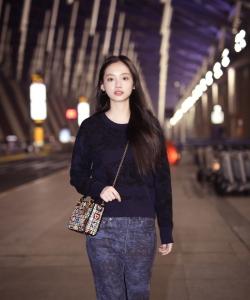 孫伊涵清新簡約機場照圖片