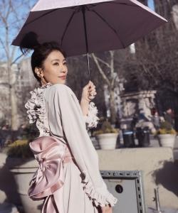 賈靜雯甜美迷人時尚街拍圖片