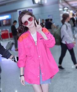 彭小苒粉甜性感機場街拍圖片