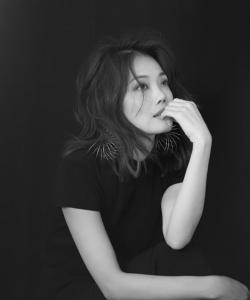 容祖兒性感慵懶黑白寫真圖片