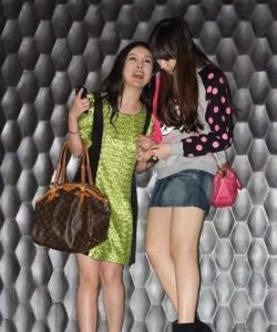 陳冠希舊愛謝芷蕙與干露露蘭桂坊買醉圖片