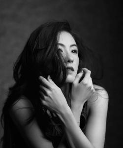張柏芝圖片:黑白大片知性優雅
