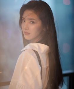 章若楠甜美俏皮陽光寫真圖片