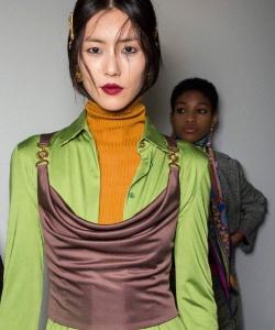劉雯米蘭時裝周冷艷大秀圖片