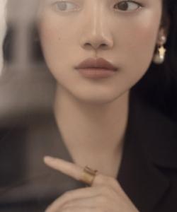孫伊涵優雅嫵媚時尚寫真圖片