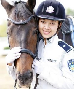 實拍大連女騎警訓練基地 大連女騎警圖片