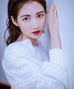 陳鈺琪清新俏麗白衣寫真圖片