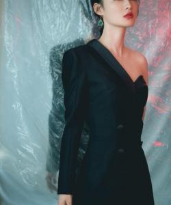 李沁黑白長裙性感寫真圖片