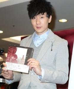 林俊杰出席臺灣簽書會 引來全場粉絲尖叫圖片