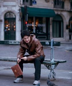 白宇休閑個性街頭寫真圖片