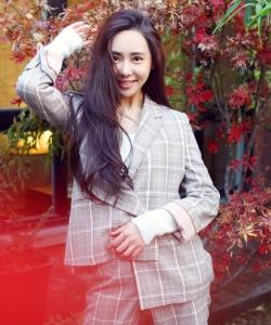 曹夢格OL風格子套裝冬日明朗寫真圖片