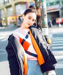 孫驍驍甜美丸子頭時尚街拍圖片