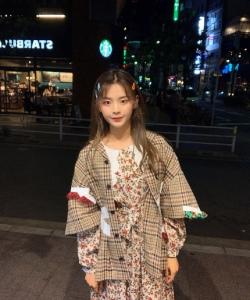 楊超越甜美日本旅拍照圖片