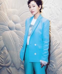 郭采潔藍色西裝圖片