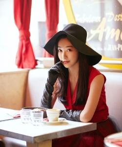 鐘祺圖片 鐘祺紅色禮服性感摩登寫真