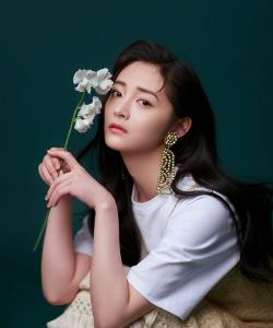 周潔瓊清新柔美時尚寫真圖片