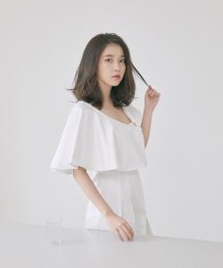 IU李知恩純白色清純寫真圖片