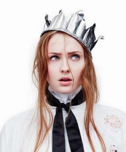 索菲·特納俏皮時尚雜志大片寫真圖片