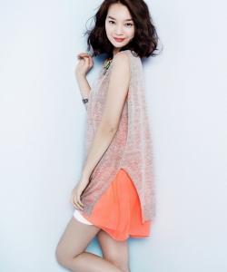 韓星申敏兒時尚寫真 氣質大方干練十足 申敏兒圖片